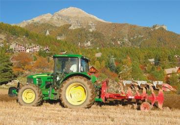 Tracteur Labour Vente Agneau Ferme pédagogique Gaec du Caire Chaillolet St Michel de Chaillol Champsaur Valgaudemar Hautes Alpes